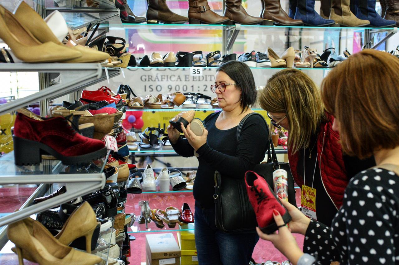 7d01fa7cc Feira da Loucura por Sapatos - Abril 2019 • Revista Living